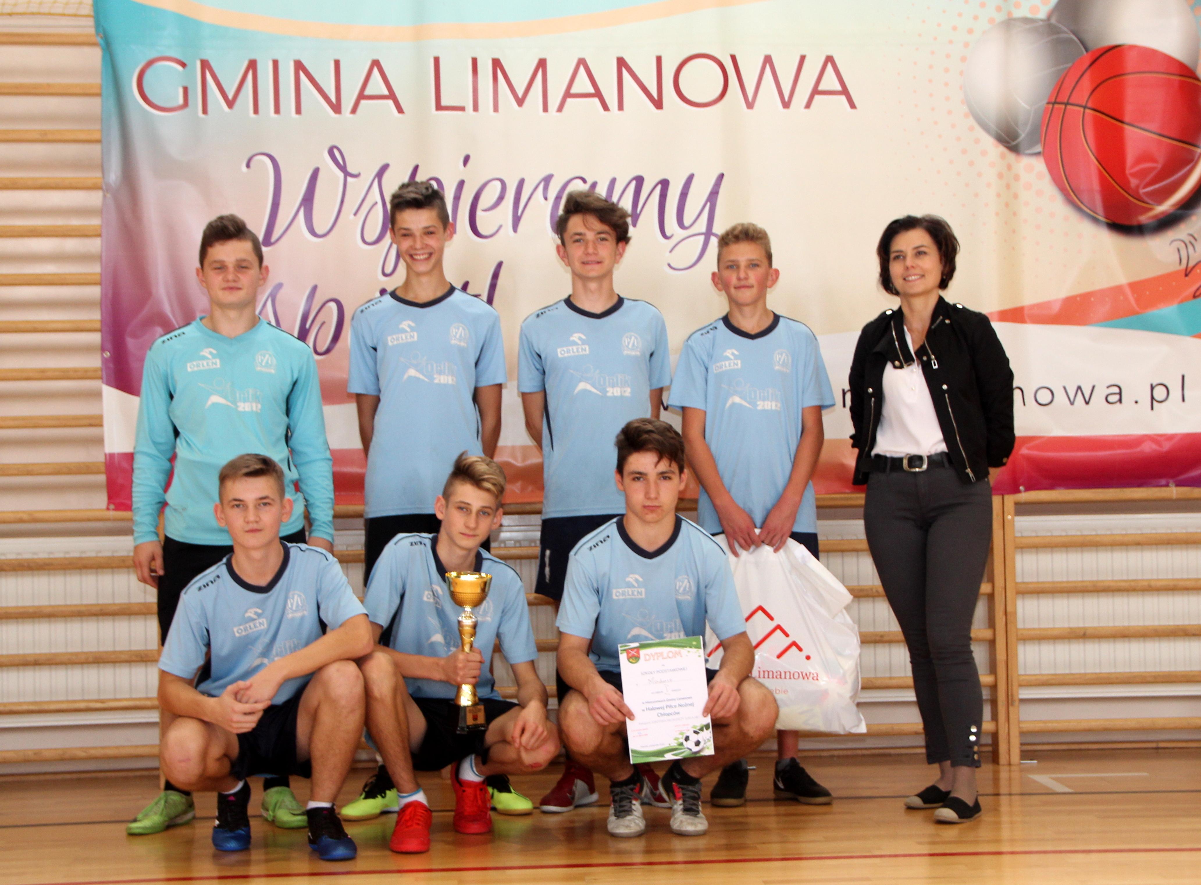 Chłopcy z Mordarki najlepsi w halowej piłce nożnej - zdjęcie główne
