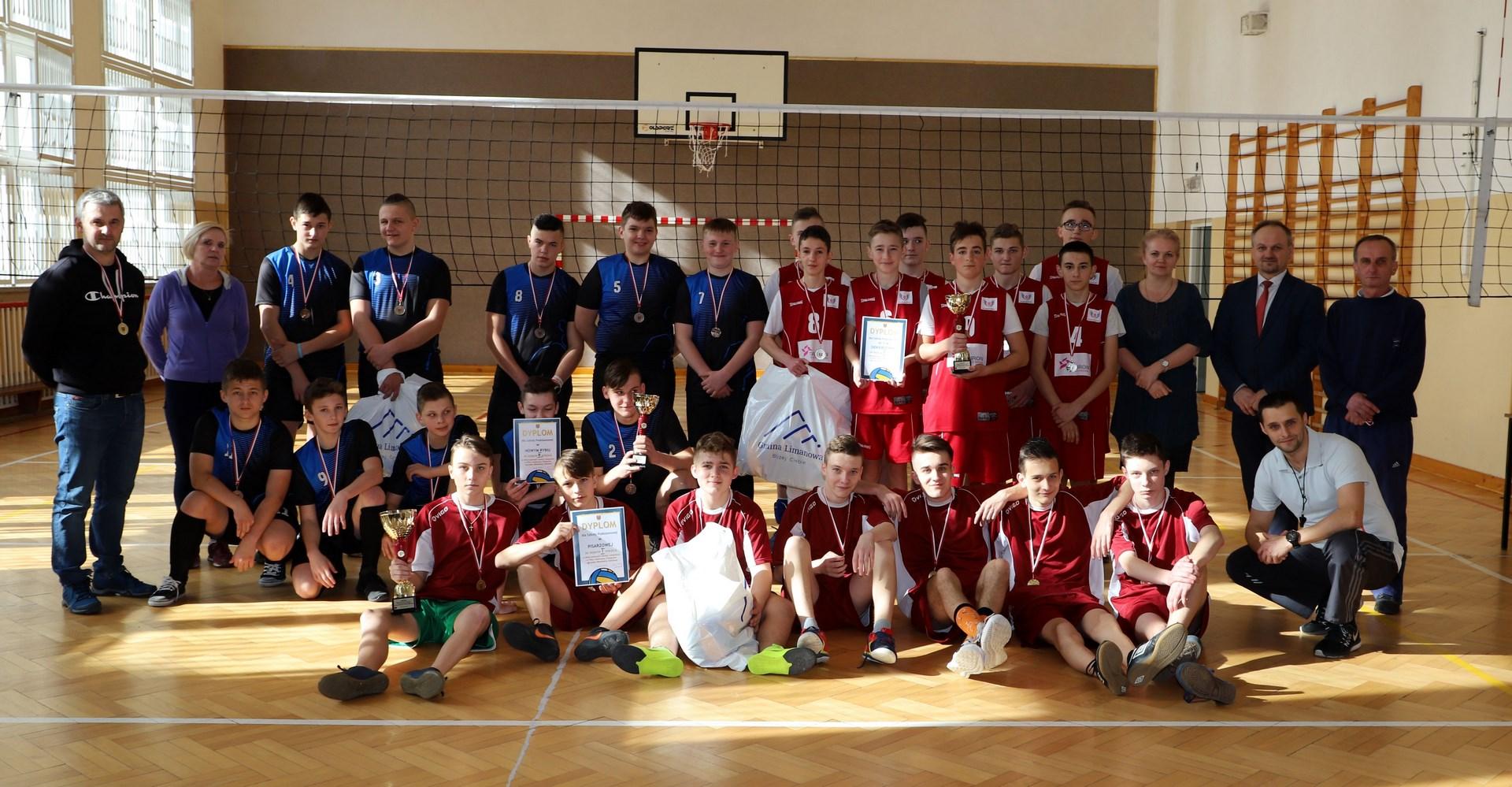 Znani mistrzowie gminy w Piłce Siatkowej Chłopców  - Kat. Igrzyska Młodzieży Szkolnej - zdjęcie główne