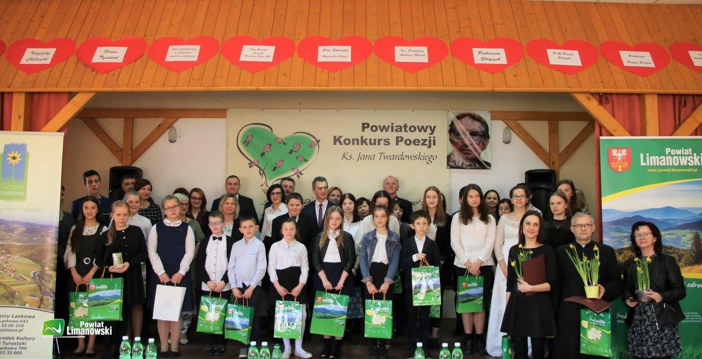 Grand Prix  Powiatowego Konkursu Poezji im. Jana Twardowskiego dla uczennicy z Męciny - zdjęcie główne