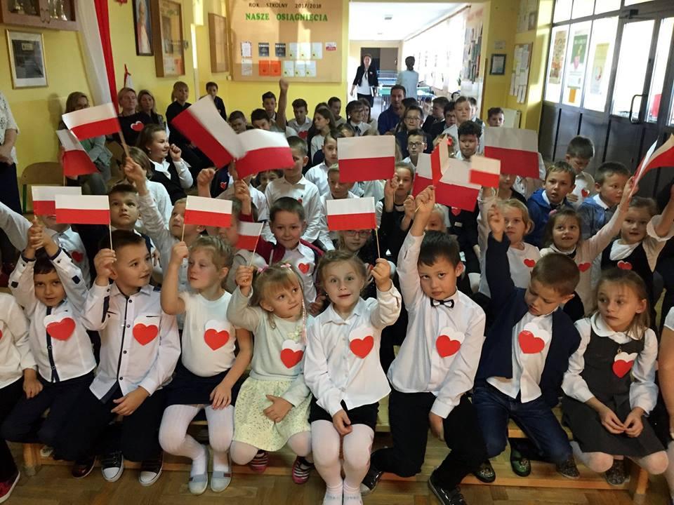 """Projekt """"Dla Niepodległej"""" w Szkole Podstawowej w Kaninie - zdjęcie główne"""