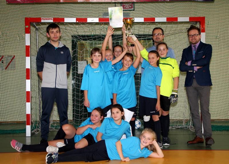Dziewczęta z Mordarki obroniły mistrzowski tytuł w halowej piłce nożnej! - zdjęcie główne