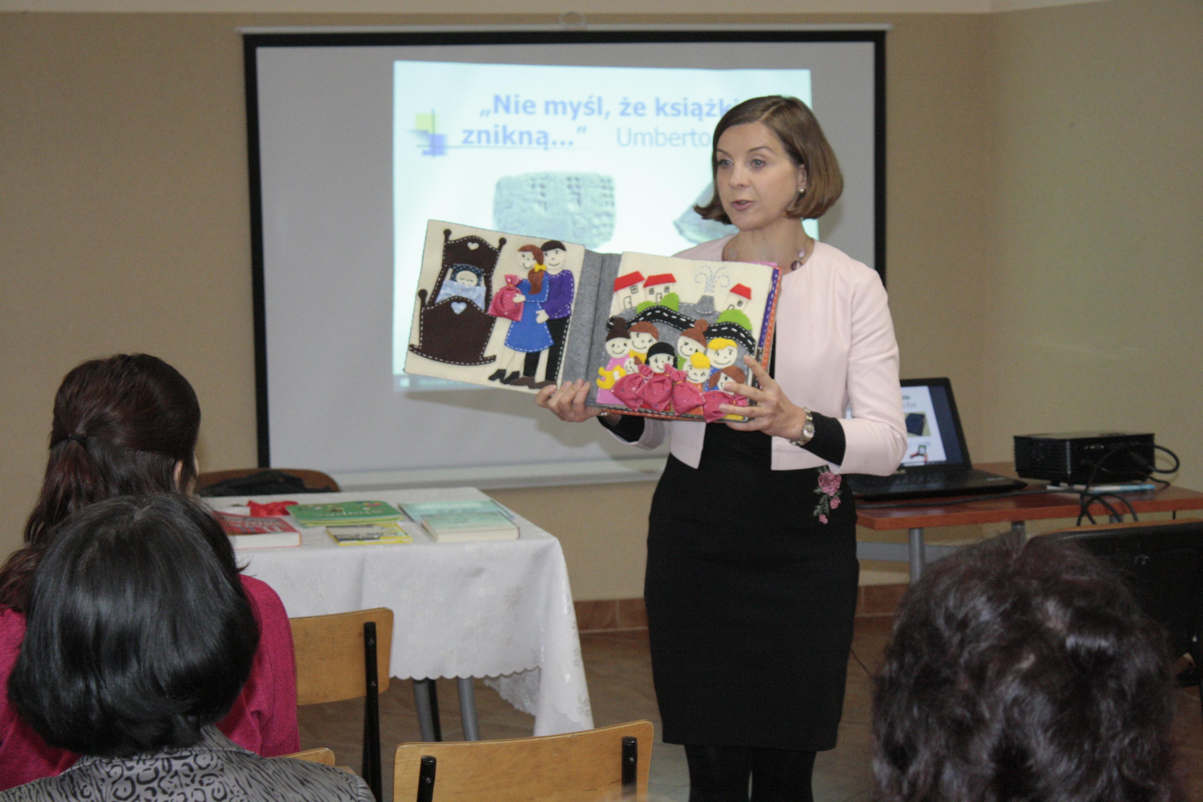 Wykład dr Wandy Matras- Mastalerz w bibliotece w Pisarzowej - Książka na receptę czyli lecznicza moc - zdjęcie główne