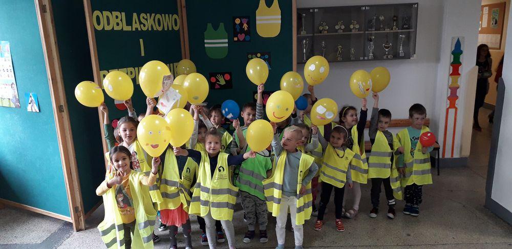 Odblaskowy konkurs piosenki w Szkole Podstawowej w Mordarce - zdjęcie główne