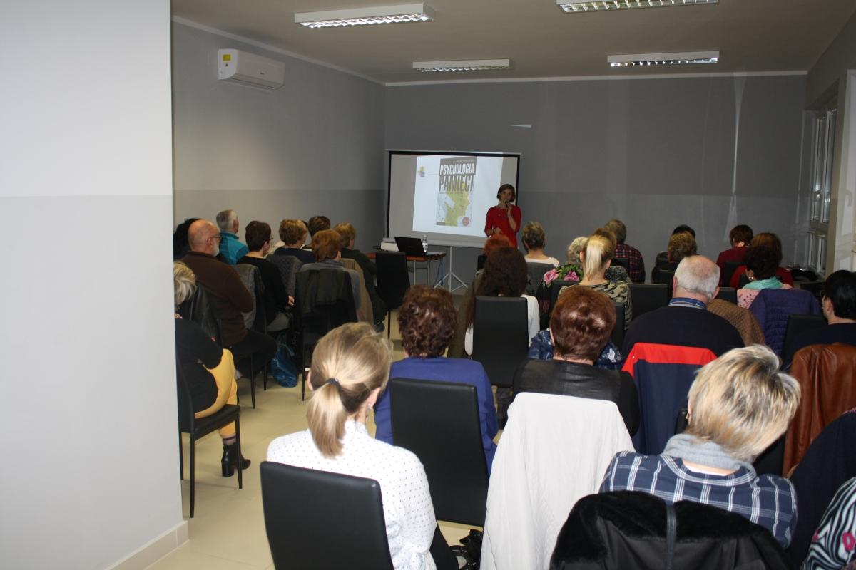 Wykład dr Wandy Matras-Mastalerz w bibliotece w Pisarzowej - zdjęcie główne