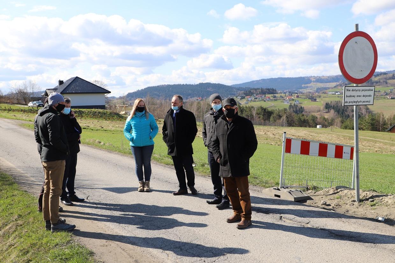 Przekazanie placów budowy pod wykonanie dróg w Siekierczynie i Lipowem - zdjęcie główne