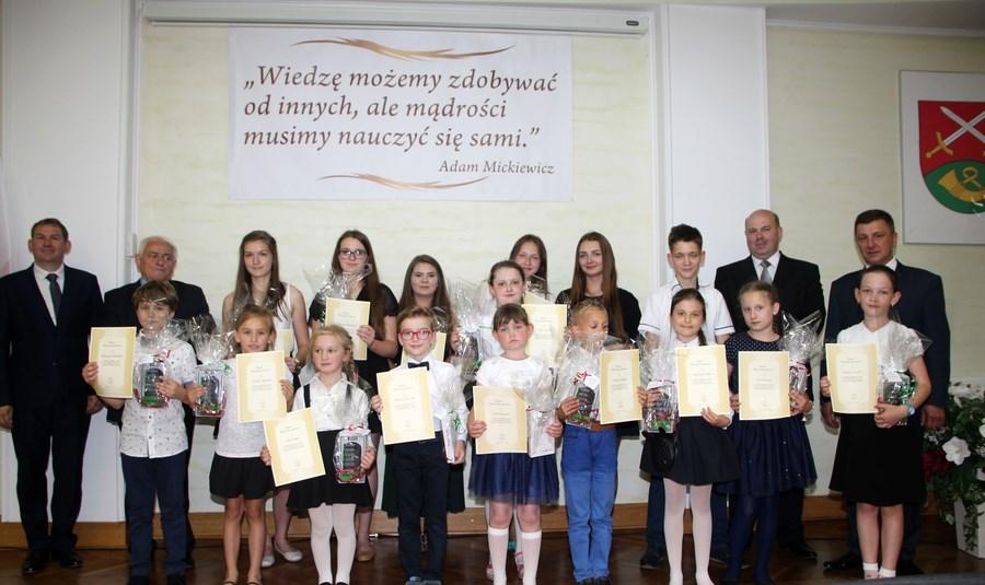 Nagrody dla uczniów i nauczycieli na zakończenie roku szkolnego - zdjęcie główne