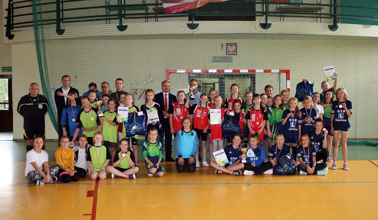 Pięć drużyn walczyło o tytuł Mistrza Gminy Limanowa w Mini Piłce Halowej Dziewcząt - zdjęcie główne