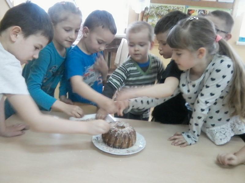 """Smakowite zajęcia """"Kuchcikowo"""" w oddziale przedszkolnym w Starym Rybiu - zdjęcie główne"""