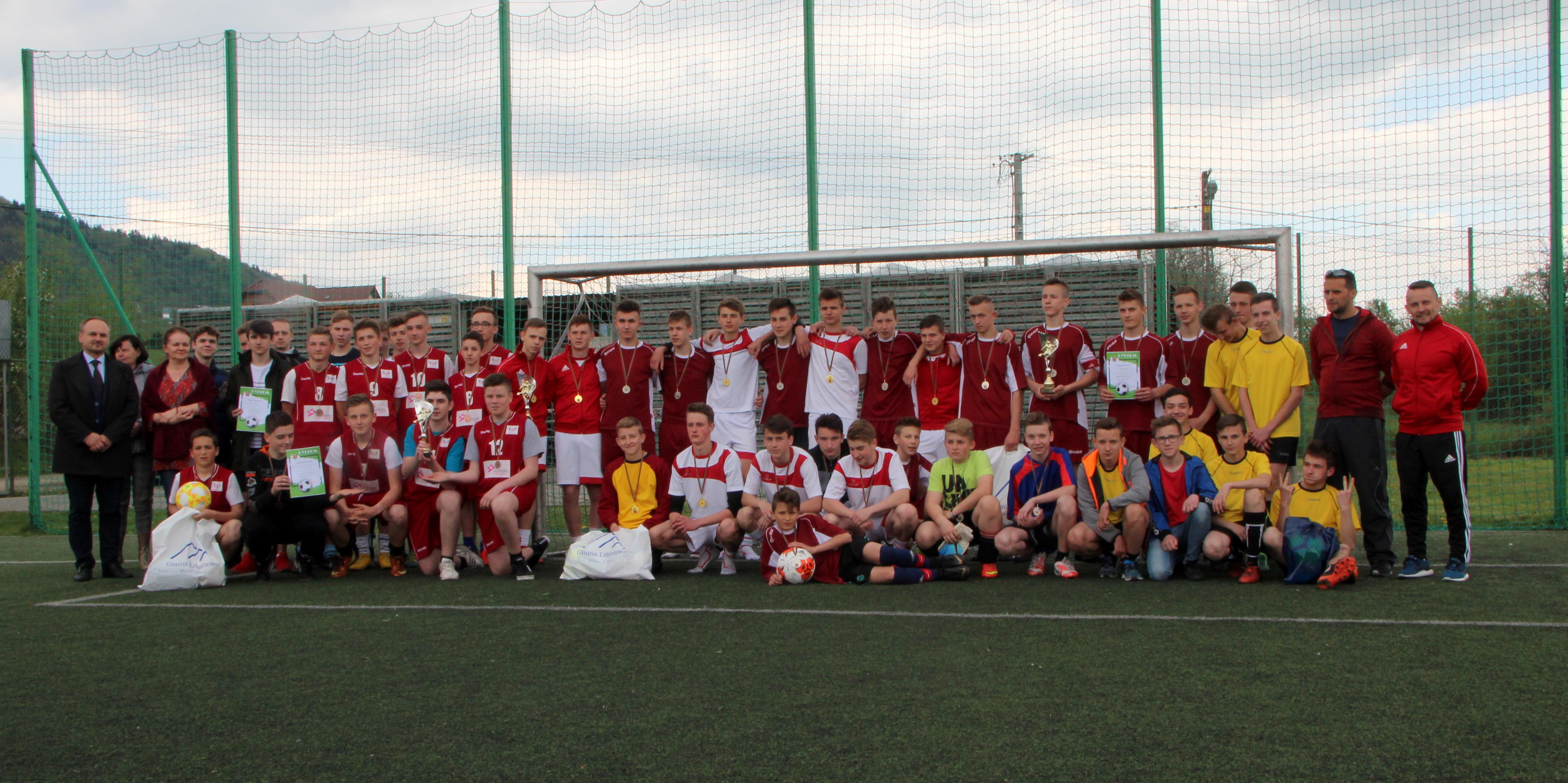 Mistrzostwa  gminy w piłce nożnej chłopców i dziewczat 2003/04/05 - zdjęcie główne