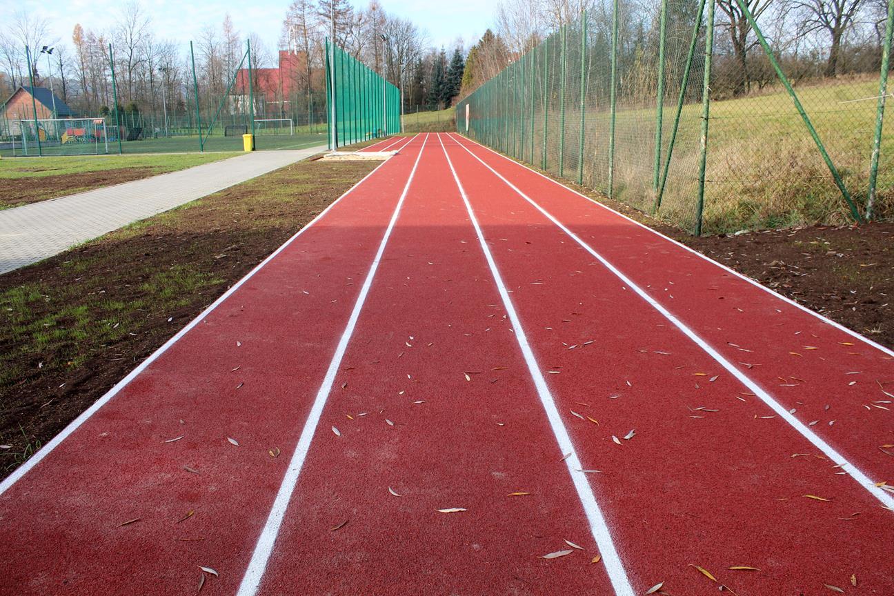 Nowe obiekty sportowe przy Szkole Podstawowej nr 1 w Męcinie - zdjęcie główne