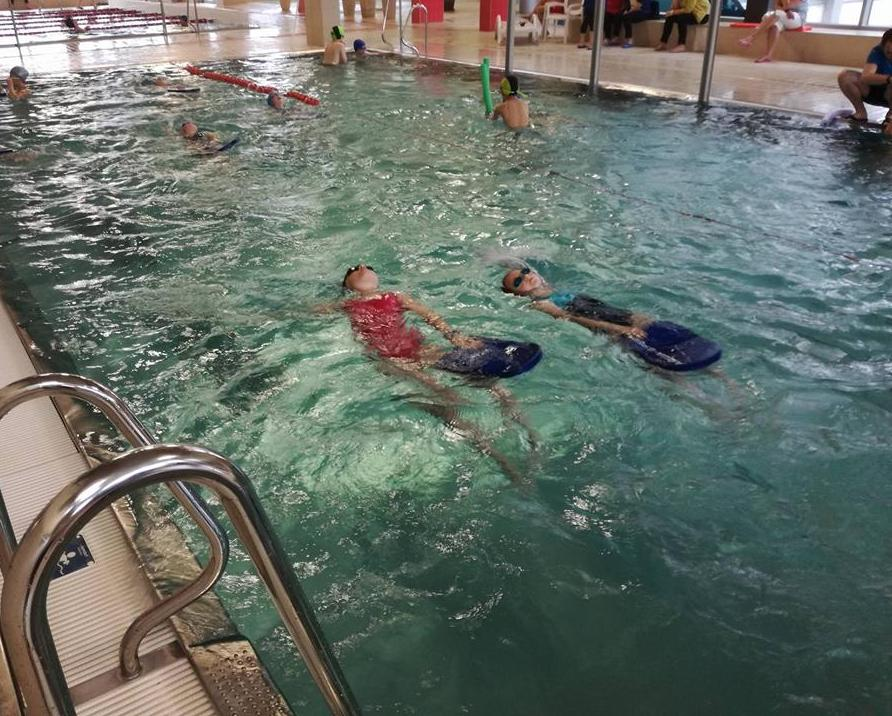 Ponad 300 czwartoklasistów z Gminy Limanowa uczyło się pływać - zdjęcie główne