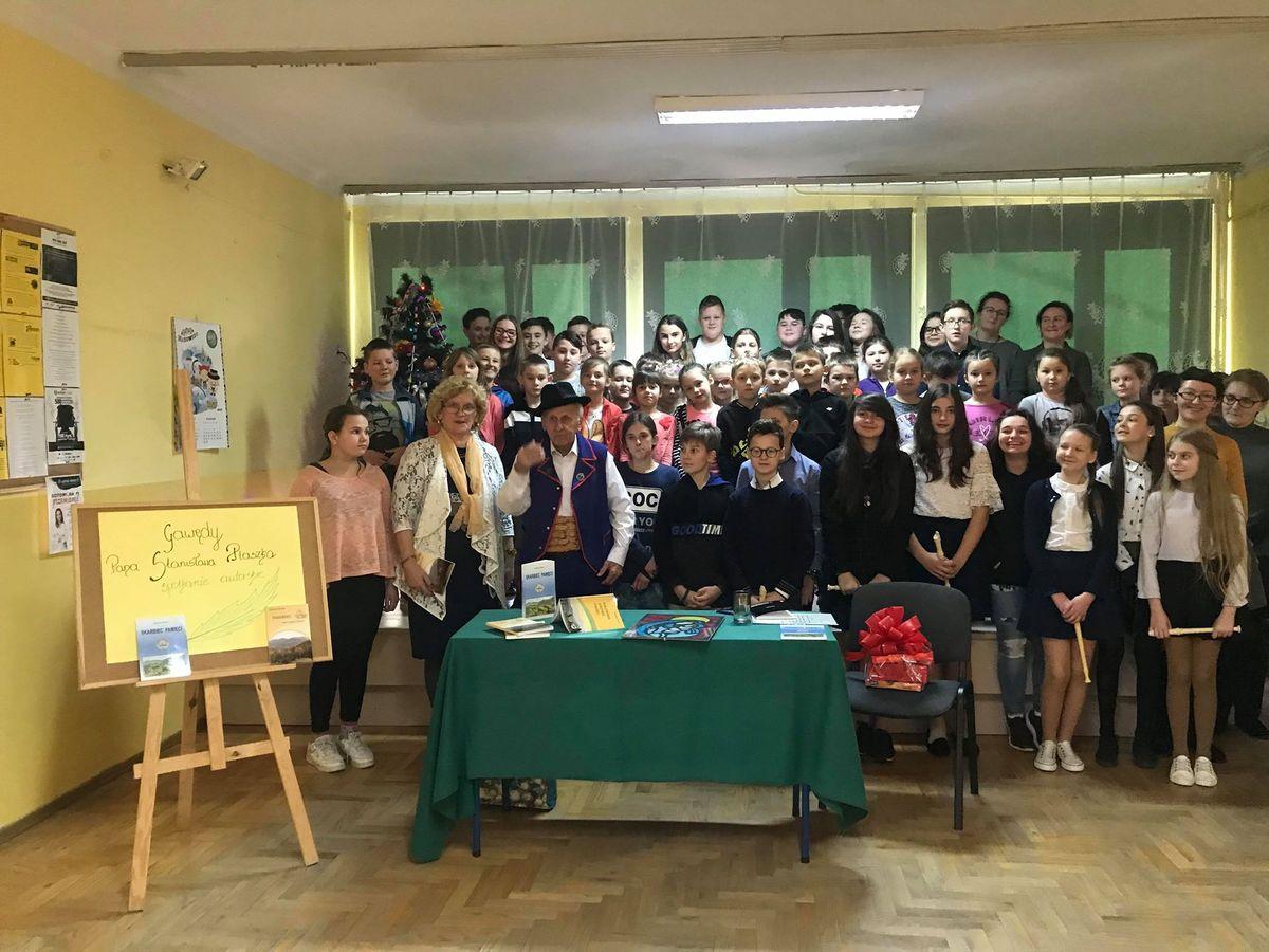 Spotkanie z gawędą Stanisława Ptaszka w Szkole Podstawowej w Kaninie - zdjęcie główne