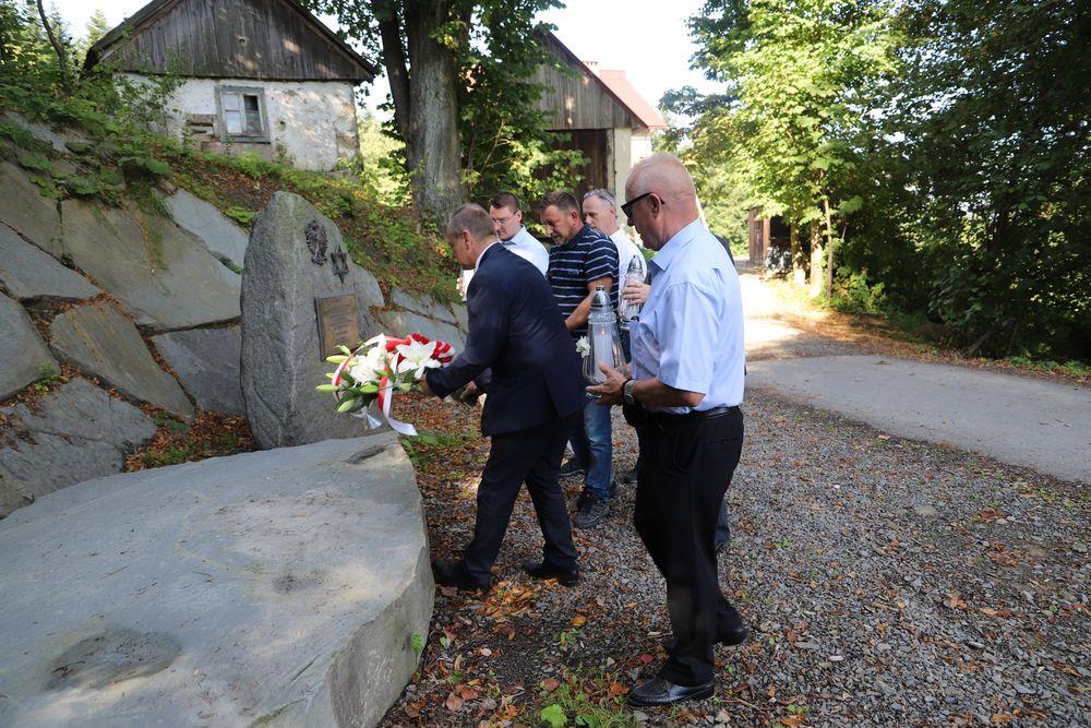 W Mordarce - na Cieniawie upamiętniono tragiczne wydarzenia sprzed 81 lat - zdjęcie główne