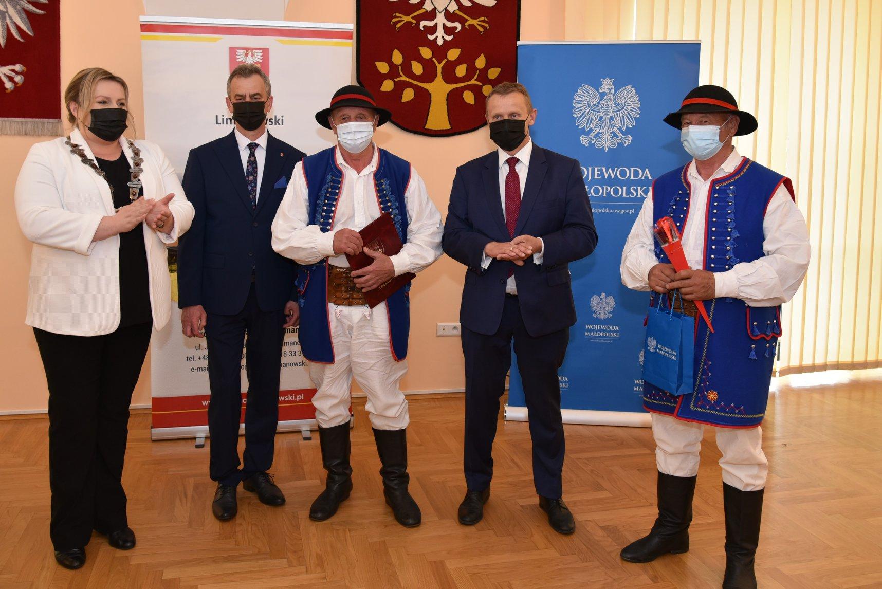 Gminni artyści nagrodzeni przez Zarząd Powiatu Limanowskiego - zdjęcie główne