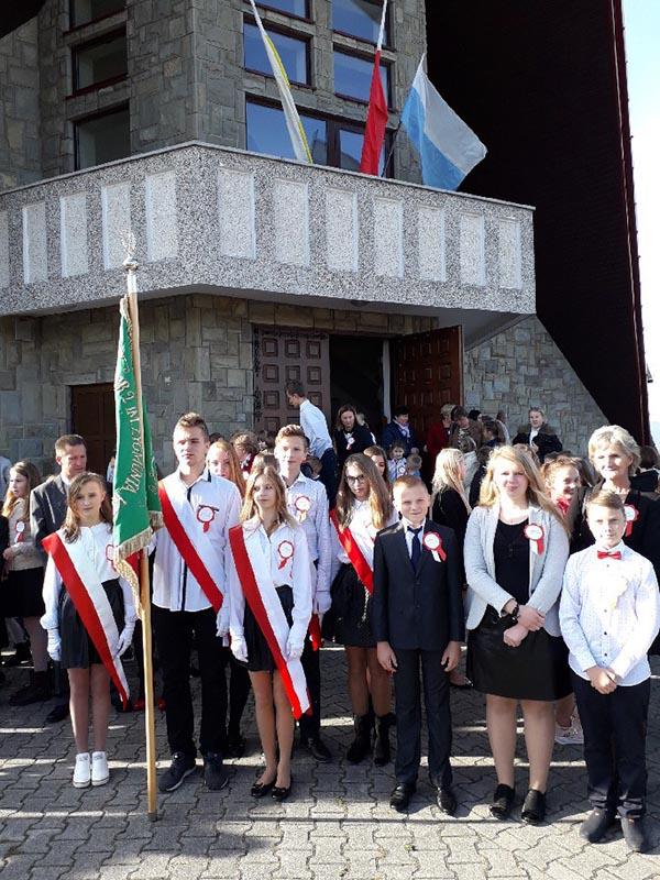 Uroczyste obchody stulecia odzyskania niepodległości przez Polskę w SP nr 2 w Siekierczynie - zdjęcie główne