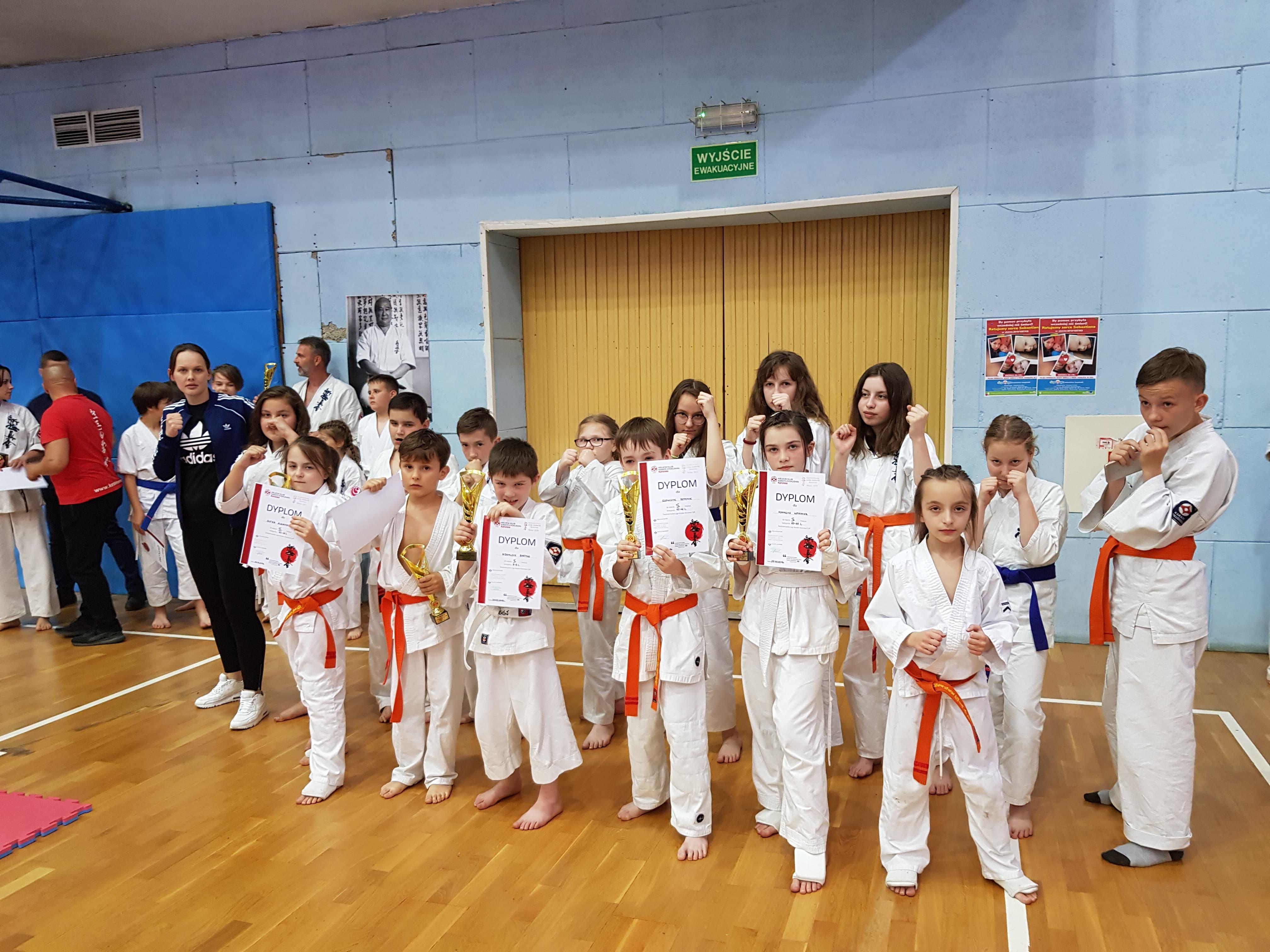 Udany występ młodych karateków ze Starej Wsi  na turnieju Koronea Cup w Kielcach - zdjęcie główne