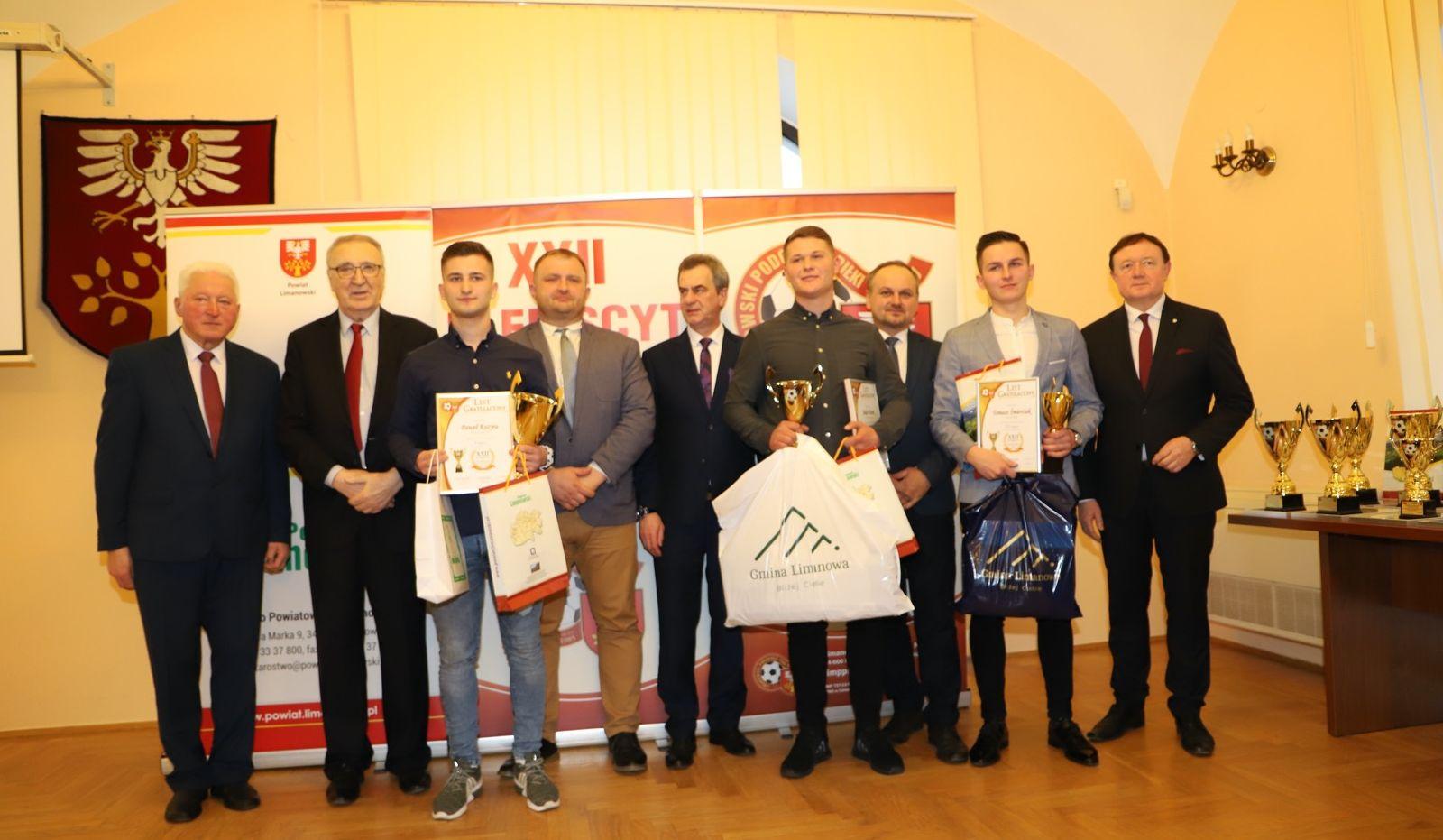 Plebiscyt na Najpopularniejszego Piłkarza i Trenera - laureaci z gminnych klubów nagrodzeni - zdjęcie główne