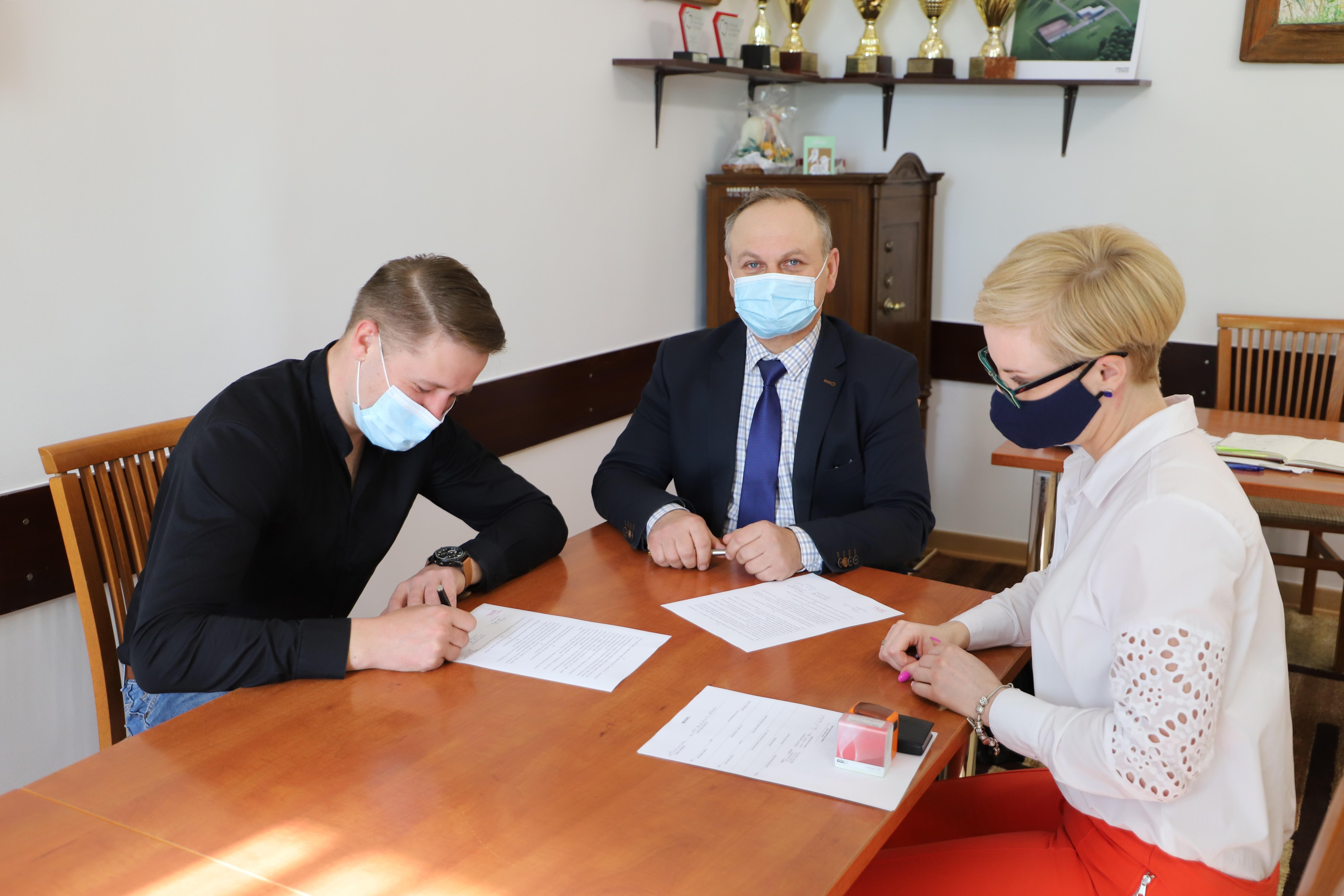 Podpisanie umowy pożyczki z klubem sportowym LKS Mordarka - zdjęcie główne