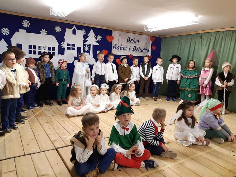 Dzień Babci i Dziadka w Szkole Podstawowej nr 2 w Siekierczynie - zdjęcie główne