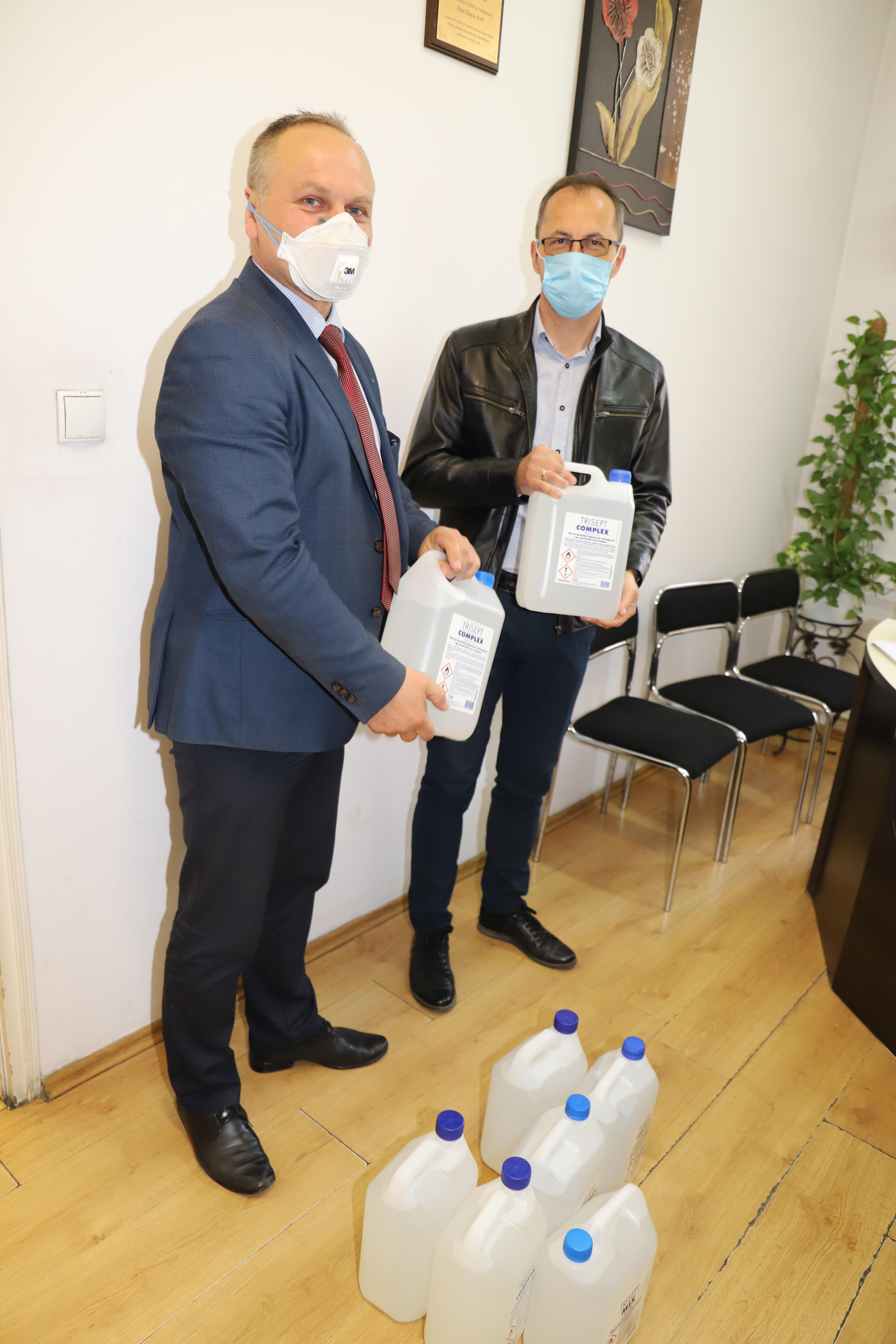 Wojewoda Małopolski przekazał Gminie Limanowa środki dezynfekujące dla przedszkoli - zdjęcie główne