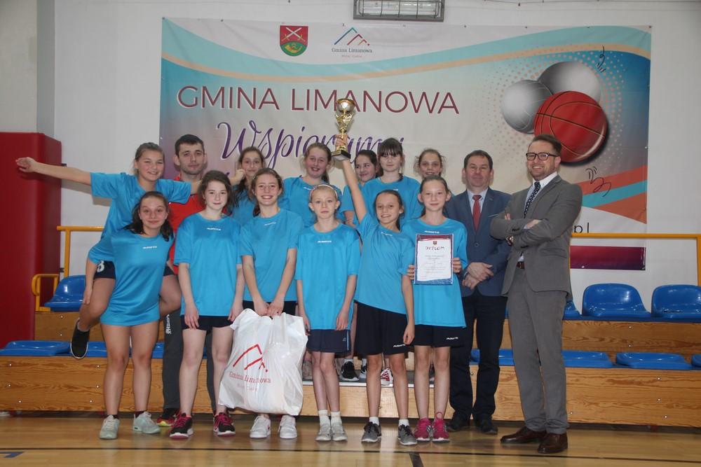Dziewczęta z Mordarki mistrzyniami gminy w mini koszykówce! - zdjęcie główne