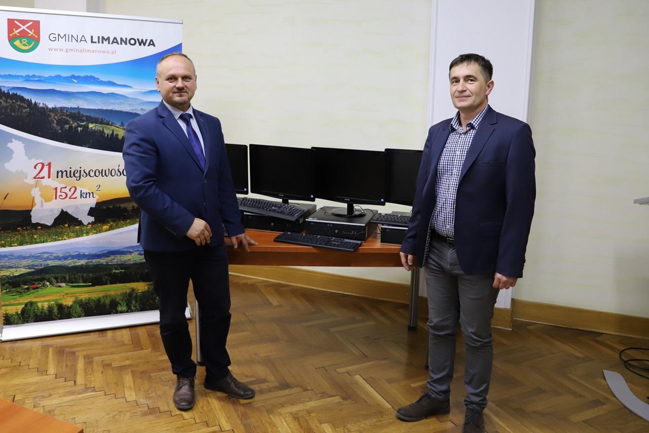 Agencja Restrukturyzacji i Modernizacji Rolnictwa przekazała komputery dla gminnych szkół - zdjęcie główne