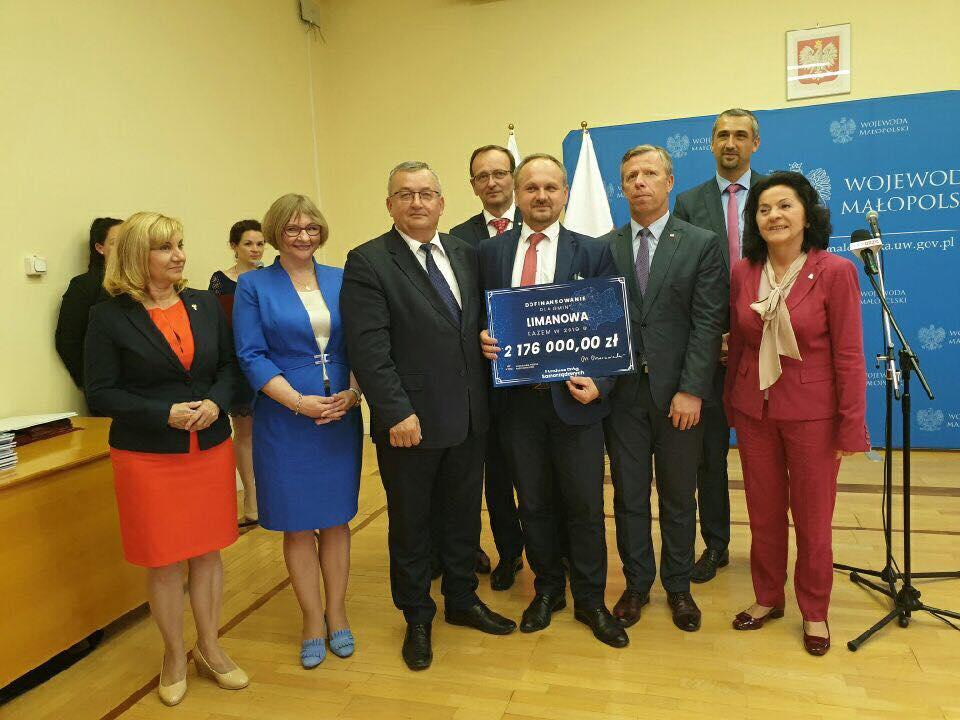 Dofinansowanie z Funduszu Dróg Samorządowych na budowę drogi  Stara Wieś - Podlipowe - zdjęcie główne