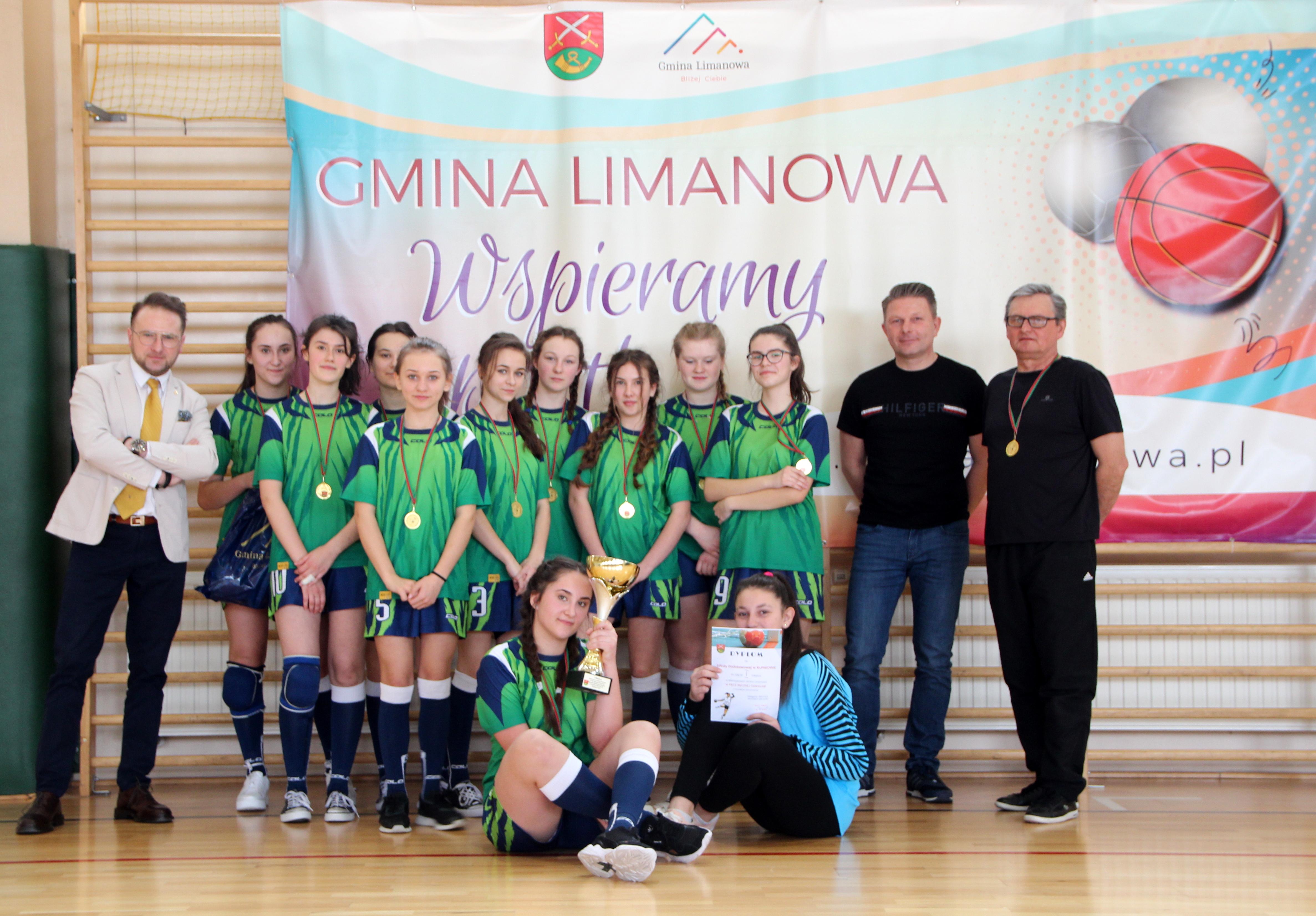 Dziewczęta z Rupniowa mistrzyniami gminy w piłce ręcznej - zdjęcie główne