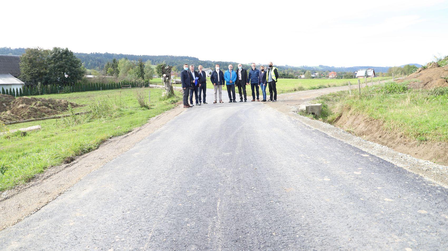 Kolejne zmodernizowane drogi gminne po odbiorach - zdjęcie główne