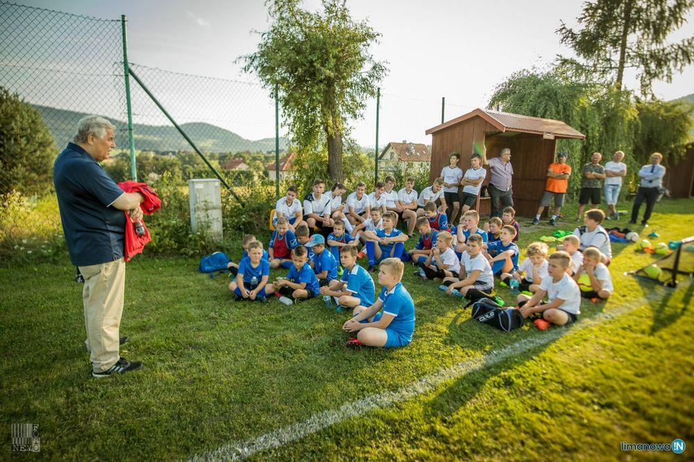 Jerzy Engel spotkał się młodymi piłkarzami LKS Płomień i LKS Rupniów - zdjęcie główne