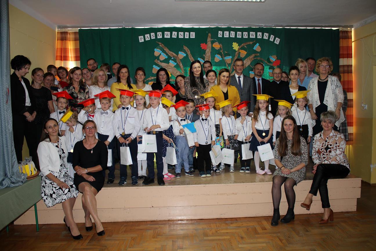 Uroczyste pasowanie na uczniów w Szkole Podstawowej w Kaninie - zdjęcie główne