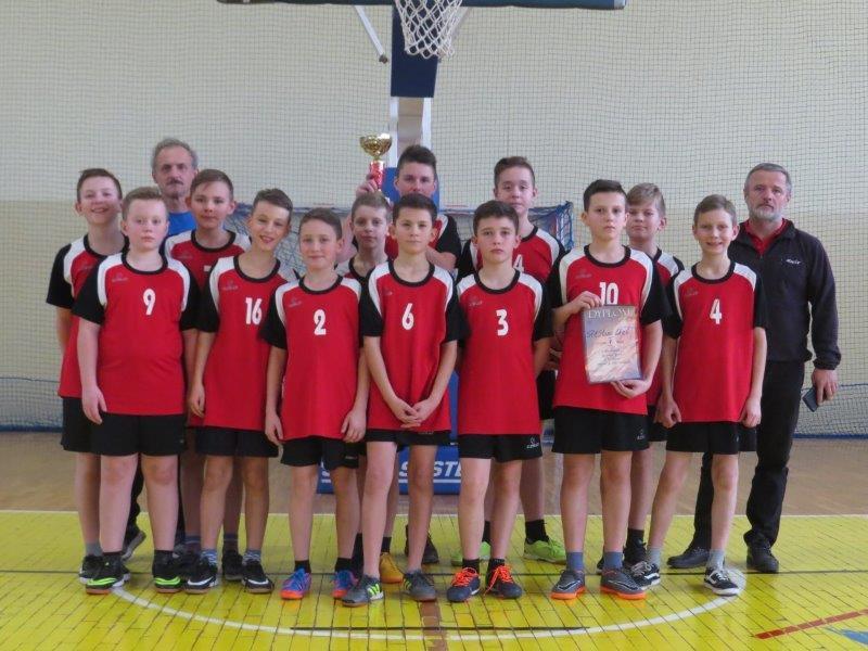 Chłopcy ze Starej Wsi  Mistrzami Powiatu w koszykówce - zdjęcie główne