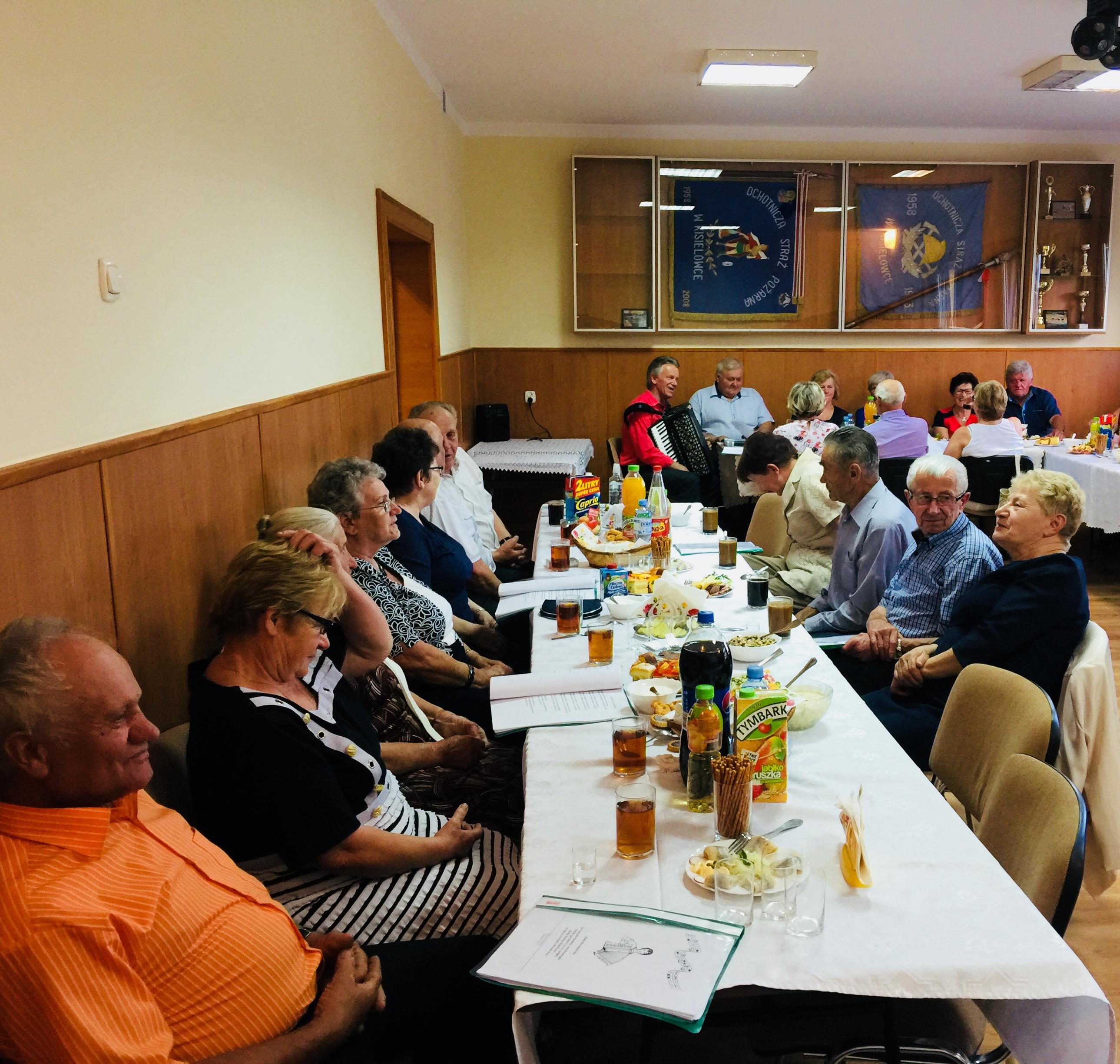 Biesiadne spotkanie seniorów w Kisielówce - zdjęcie główne