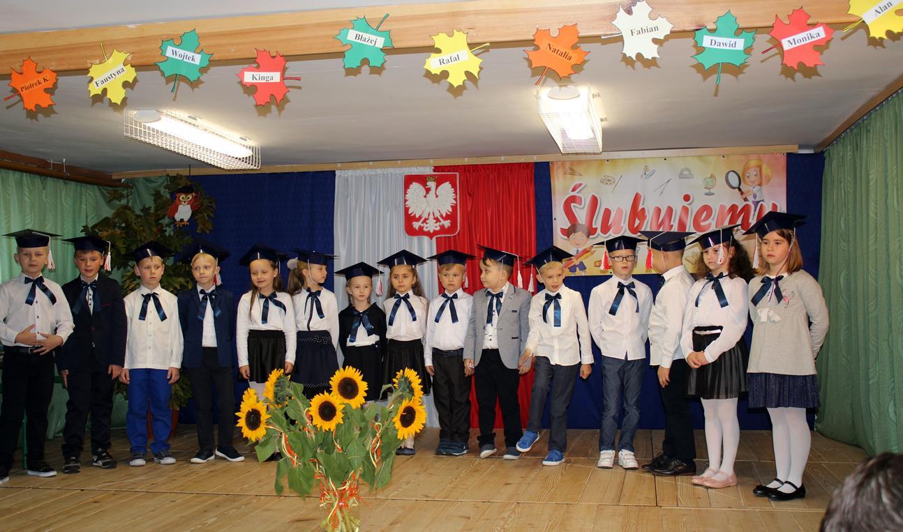 Pierwszoklasiści z SP Siekierczyna nr 2 są już pełnoprawnymi uczniami - zdjęcie główne