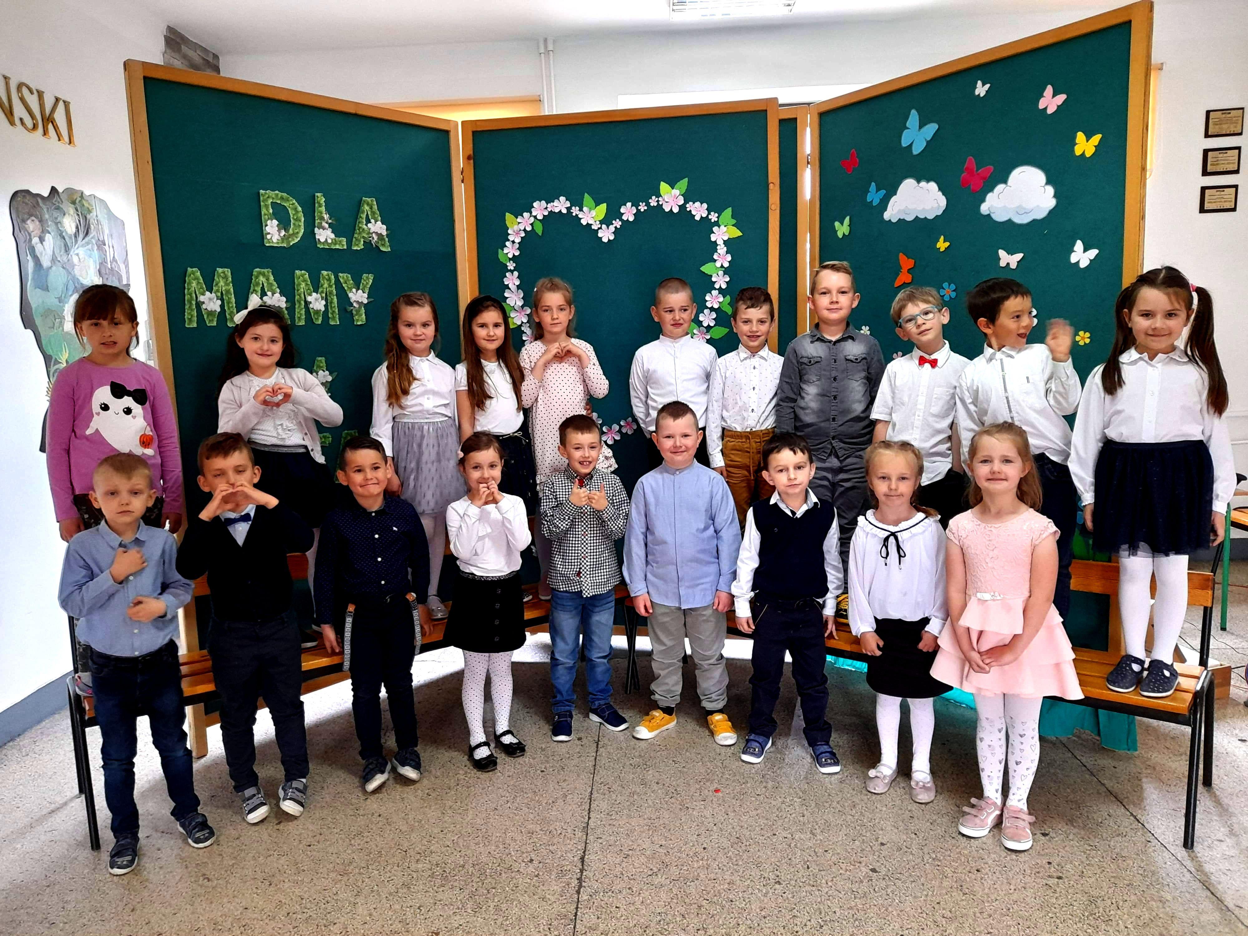 """""""Dzień Mamy i Taty"""" w Szkole Podstawowej w Mordarce - zdjęcie główne"""