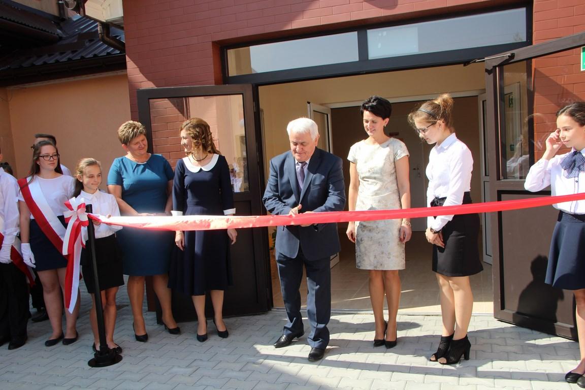 Inauguracja roku szkolnego w nowym budynku szkoły w Siekierczynie I - zdjęcie główne