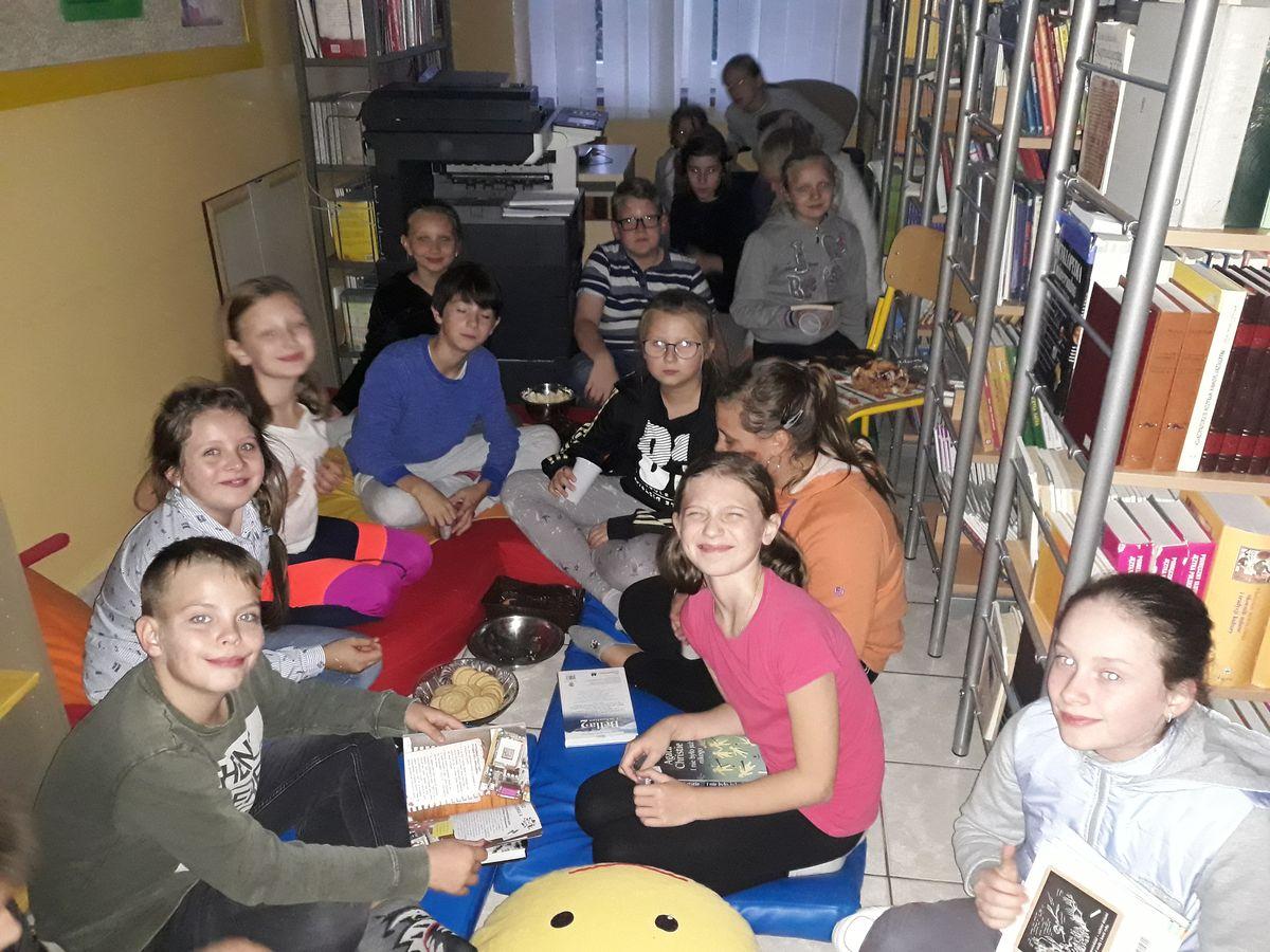NOC BIBLIOTEK w Szkole Podstawowej nr 1 w Męcinie - zdjęcie główne