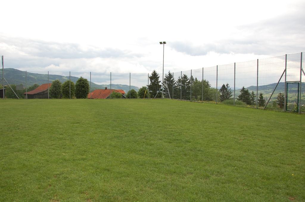 Stadion sportowy w Pisarzowej