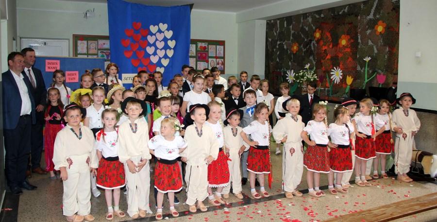 Dzień Mamy i Taty w Szkole Podstawowej nr 2 w Męcinie - zdjęcie główne