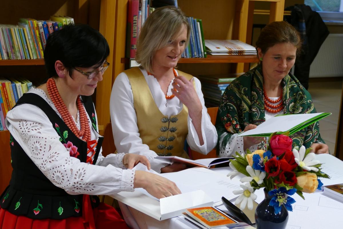 W trosce o język ojczysty - Międzynarodowy Dzień Języka Ojczystego w bibliotece w Starej Wsi - zdjęcie główne