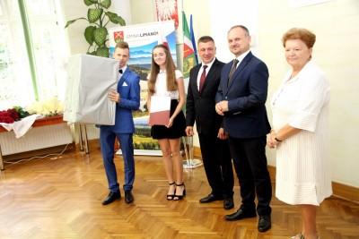 Nagrody dla uczniów, podziękowania dla nauczycieli na uroczystym  podsumowaniu roku szkolnego - Galeria zdjęć - kultura.JPG