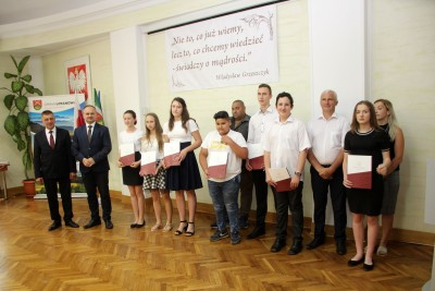 Nagrody dla uczniów, podziękowania dla nauczycieli na uroczystym  podsumowaniu roku szkolnego - Galeria zdjęć - sport.JPG