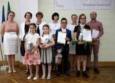 Nagrody dla uczniów, podziękowania dla nauczycieli na uroczystym  podsumowaniu roku szkolnego - Galeria zdjęć - IMG_0688 (Kopiowanie).JPG