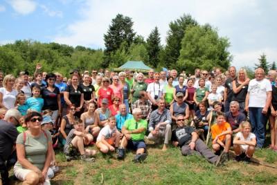 Spotkanie turystów na Sałaszu -  Odkryj Beskid Wyspowy 2019 - Galeria zdjęć - okno.JPG