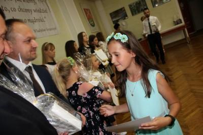 Nagrody dla uczniów, podziękowania dla nauczycieli na uroczystym  podsumowaniu roku szkolnego - Galeria zdjęć - IMG_0493 (Kopiowanie).JPG